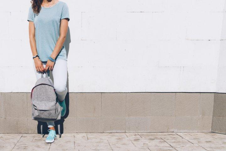 430159cb6491 シンプルなリュックサックが女性に大人気!旅行にぴったりのおすすめの ...