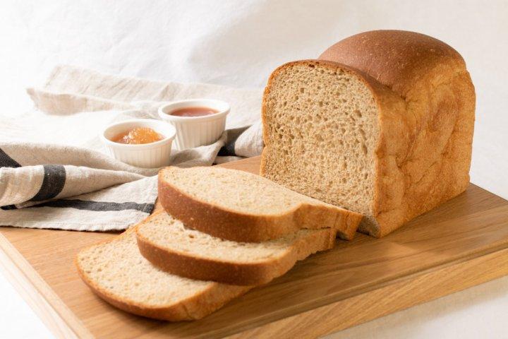 糖質88%カットで食物繊維たっぷりな「低糖質ふすま粉食パン」の開発秘話を密着取材!|株式会社OTOGINO