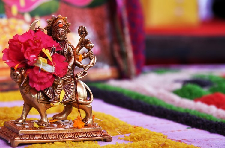 This Navratri, Surprise All the Women in Your Circle with Gifts They'll Adore! 10 Relevant & Useful Navratri Gifts for Ladies in 2019