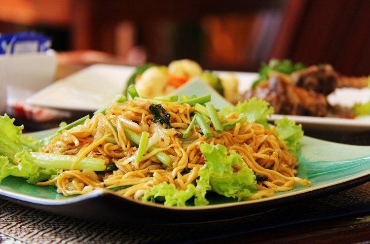 Gemar Makan Mie Goreng Aceh? Coba Buat 4 Resep Ini atau Cicipi Mie Aceh di 10 Kedai Makan Khas Aceh Berikut! (2020)
