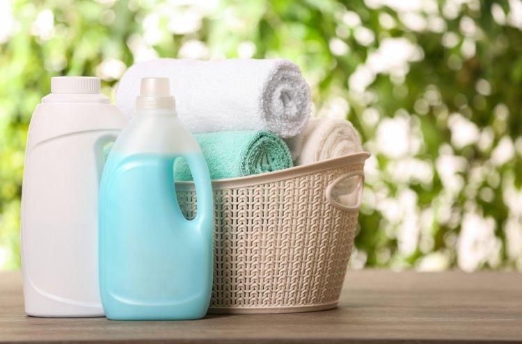 10 Rekomendasi Deterjen Terbaik agar Pakaian Lebih Bersih (2021)