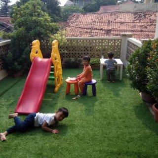 Rumput Sintetis untuk Playground