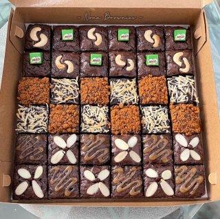 5. Fudgy Chewy Brownies dengan Berbagai Topping