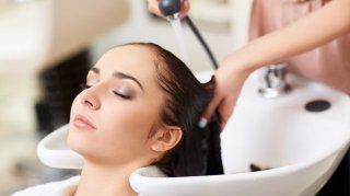 2. Hair Treatment Procare di Rudy Hadisuwarno Buat Rambut Istri Semakin Bersih dan sehat