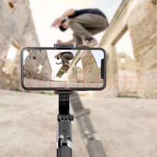3. Tongkat Selfie atau Tripod Mini untuk Eksis Selama Perjalanan