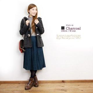 ロングスカートの出番が多い彼女には、カジュアルなショートダッフルコート