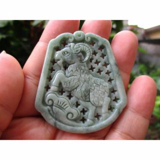 Liontin Batu Giok Jadeite Natural Green Jade Ukir Kambing Memo