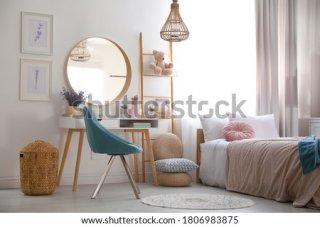 14. Cermin Hias agar Ruangan Terkesan Luas