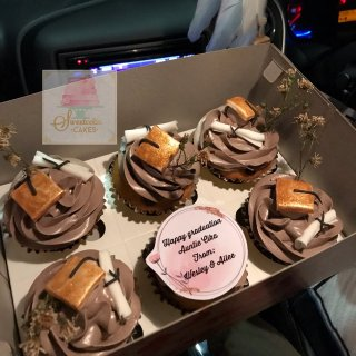 Kasih Surprise dengan Graduation Cake