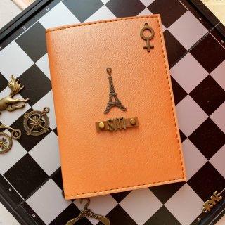 8. Passport Holder agar Dokumen Aman Selama Perjalanan