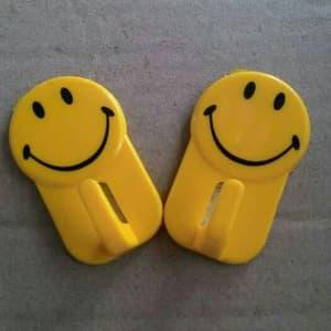 Kapstok Tempel Smile / Gantungan Tempel Smile