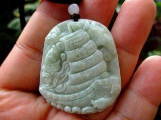 Liontin Batu Giok Jadeite Natural Ukir Perahu Layar Ikan Memo