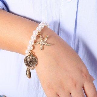 26. Perhiasan Tanda Persahabatan