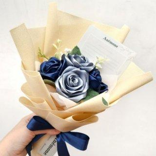 8. Buket Bunga Menyambut Hari Bahagia