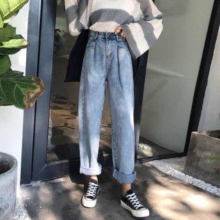 Celana Jeans Wanita Dengan Model High-Waist