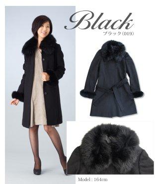 使い勝手抜群な黒いコートを欲しがっている彼女には、FOXファーコート