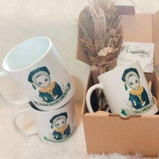 7. Mug Custom Wisuda dengan Foto