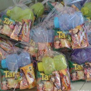 Paket Souvenir Ulang Tahun Botol Minum dan Snack
