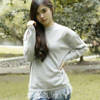 Terlihat Lebih Chic dengan Sweater