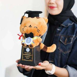 Piala Boneka Wisuda Cat Choco