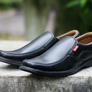 Sepatu Pantofel Pria Kickers Cavalo