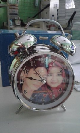 Kado Unik Jam Alarm Beker Weker Custom Foto