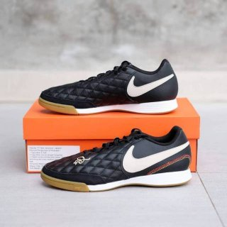 Nike Legend 7 Academy 10R IC