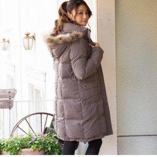 パンツスタイルが多い彼女には、モッズのダウンコート