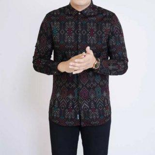 9. Baju Batik Pria untuk Tampil Lebih Formal