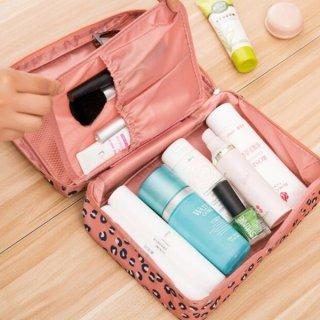 24. Tas Penyimpanan Kosmetik atau Alat Mandi Multifungsi