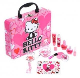 キティちゃん好きの女の子には、ハローキティコスメキット