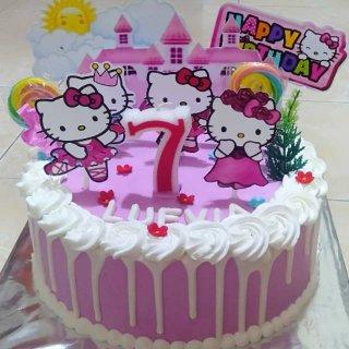 Kue tart/kue ulang tahun hello kitty