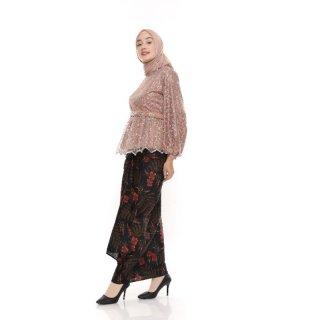 Batik/ Kebaya Wisuda