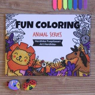 16. Buku Mewarnai Animal Series yang Membuat Anak Menggambar dengan Bahagia