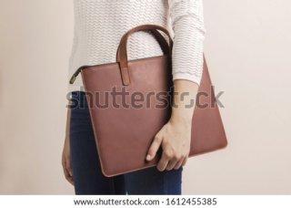 28. Tas Laptop, agar Laptop Si Dia Tersimpan dengan Aman