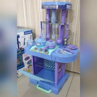 4. Kitchen Set Mainan mencoba Menjadi Chef