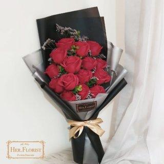 Boneka Wisuda dan Buket Bunga Romantis