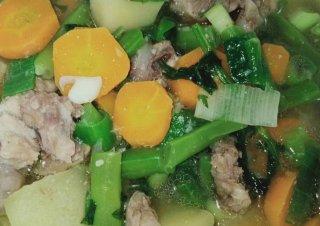 Sop Bakso Ayam dan Tetelan Ayam