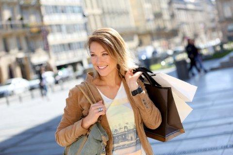 40代女性に合うレディースバッグの選び方は?素材や色はどう選ぶと良い?