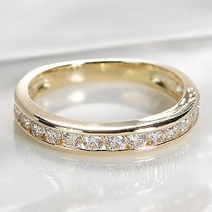 永遠の愛の象徴とも言われる、特別な相手に贈るのにぴったりな指輪です。リングの周囲に同カットの石を途切れなく並べるのが特徴で、見た目の華やかさや高級感が指先を