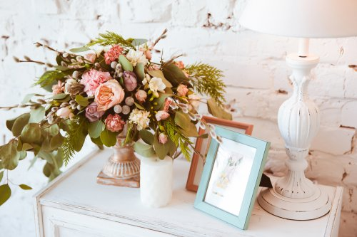 Ruangan Lebih Cantik Dengan 10 Rekomendasi Hiasan Dinding Bertema Bunga Untuk Rumah Anda 2020