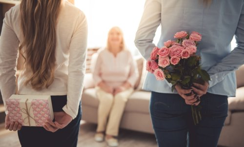 10 Adorable Gifts For Boyfriend S Mom On Her Birthday And How To Connect With The Most Important Lady In His Life