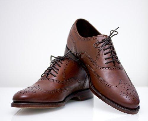 Wingtip shoes adalah jenis aksen pada sepatu brogue yang terbuat dari kulit.  Sepatu ini memiliki ciri khas berupa lubang-lubang kecil di bagian depan  sepatu ... 8897e6a796