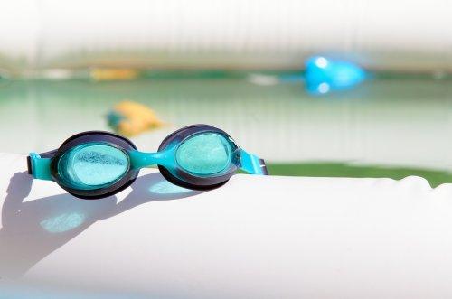 ... air kolam renang akan menyerap dan memantulkan cahaya dari sinar  matahari yang terik. Jika kamu terlalu lama berenang d68167e42b