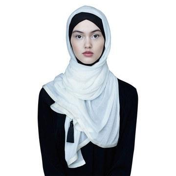 Bikin Jilbab Putih Makin Semarak Dengan 8 Perpaduan Gaya Ini