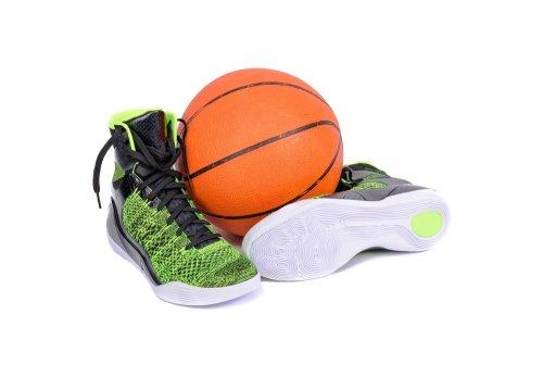 Bagi Anda yang hobi olahraga basket atau seorang atlet basket tentu tahu  sepatu yang baik untuk mendukung permainan Anda. Seperti halnya sepatu  sepak bola 161c09a946