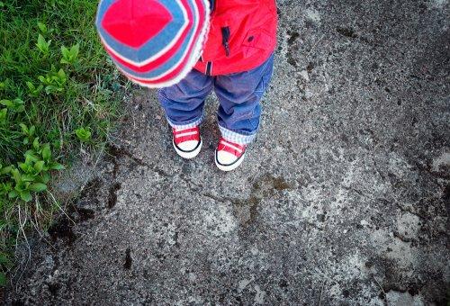 Siapa sih yang ingin kakinya jadi kapalan hanya karena sepatu yang dipakai  terlalu kaku  Anda tentu tak ingin hal tersebut terjadi pada anak laki-laki  Anda. 64112c8941