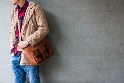d6b23d8b3c3 Mengingat saat ini tas sudah menjadi suatu tren fashion berbagai model tas  pun bermunculan demi memberikan sebuah tampilan gaya. Bagi pria ...