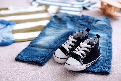 Saat ini Anda sudah tak perlu pusing memilihkan model sepatu bagi anak  laki-laki Anda karena sudah banyak model sepatu trendy yang beredar di  pasaran. 8ba9c8e410