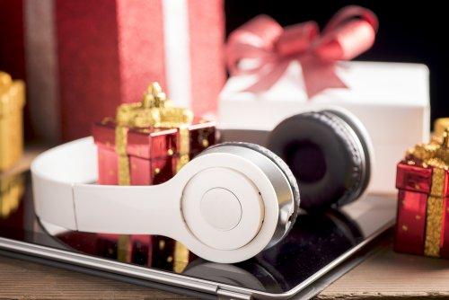 10 Barang Elektronik Yang Cocok Untuk Hadiah Pengantin Baru